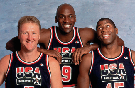 Larry Bird #7, Michael Jordan #9 y Magic Johnson #15 durante los JJ.OO. de 1992./ Getty Images