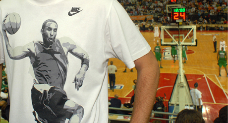 Camiseta de Kobe Bryant - Italia./ Getty Images