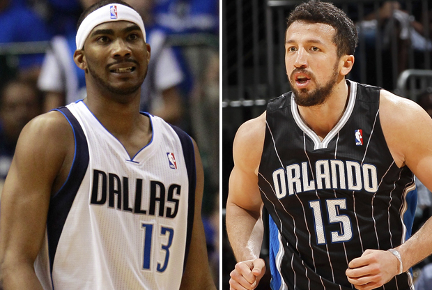Corey Brewer (Dallas Mavericks) y Hedo Turkoglu (Orlando Magic)./ Getty Images