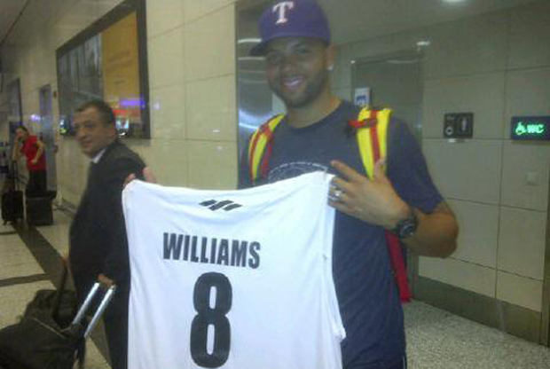 Deron-Williams-en-el-aeropuerto-de-Estambul