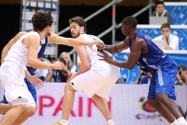 Pau Gasol jugando en el poste bajo ante Gran Bretaña./FIBA Europe