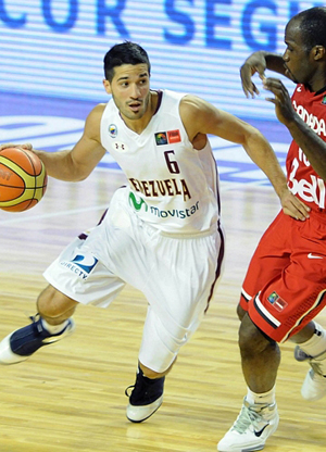 Greivis Vasquez (Venezuela) frente a Joel Anthony (Canadá)./ FIBA Américas