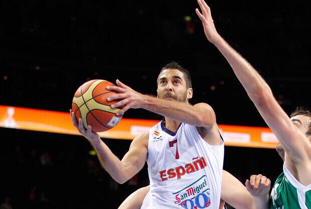 JUan Carlos Navarro realiza una entrada ante la defensa eslovena./FIBA Europe