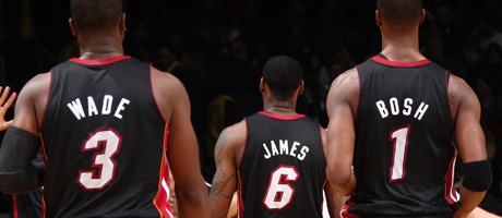 Dwyane Wade #3, LeBron James #6 y Chris Bosh #1 de Miami Heat./ Getty Images
