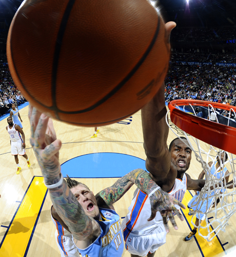 Serge Ibaka tapona a Chris Anderson./ Getty Images