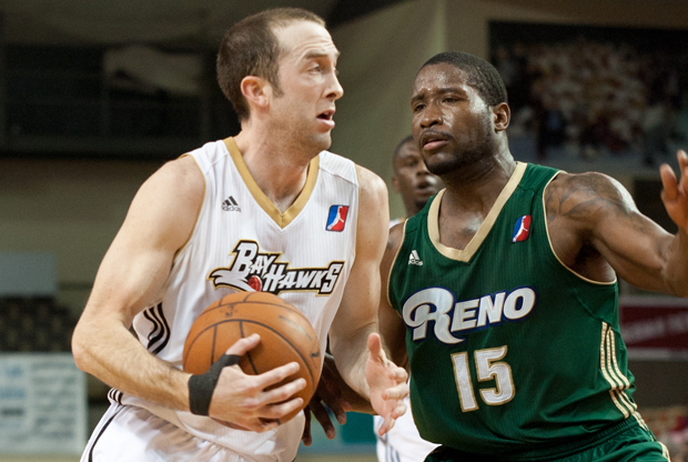 Blake Ahearn (Erie Bayhawks) y Donald Sloan (Reno Big Horns)./ Getty Images