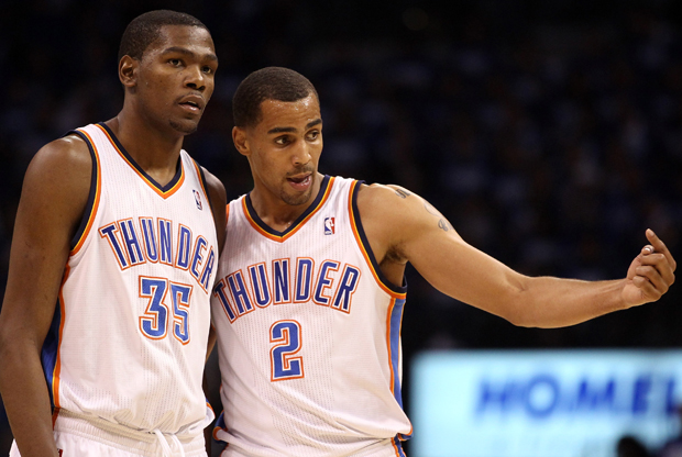 Kevin Durant #35 y Thabo Sefolosha #2 (Oklahoma City Thunder)./ Getty Images