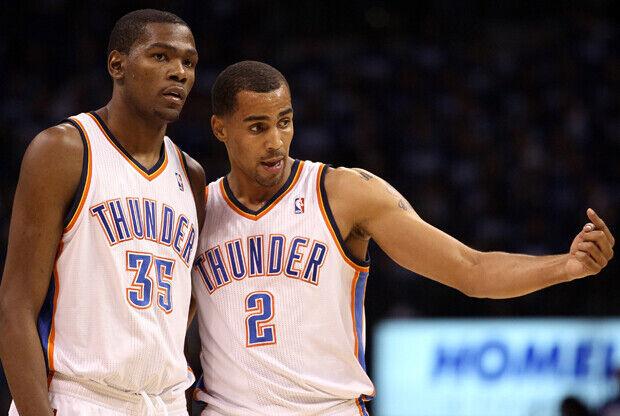 Kevin Durant #35 y Thabo Sefolosha #2 (Oklahoma City Thunder)./ Getty Images
