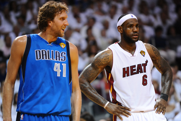Dirk Nowitzki y LeBron James./ Getty Images