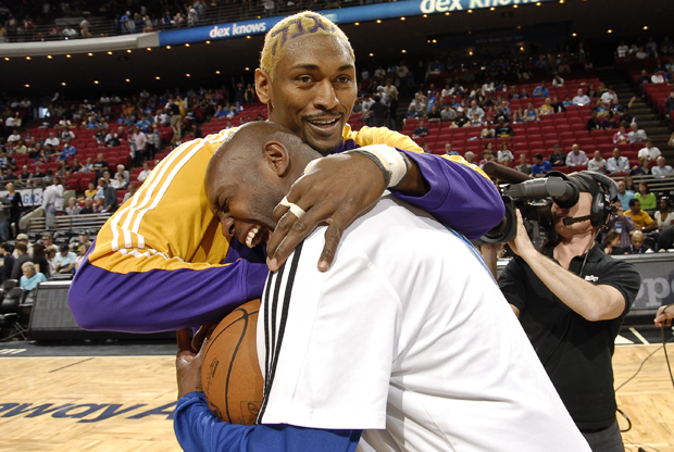 Ron Artest y Magic Johnson./ Getty Images