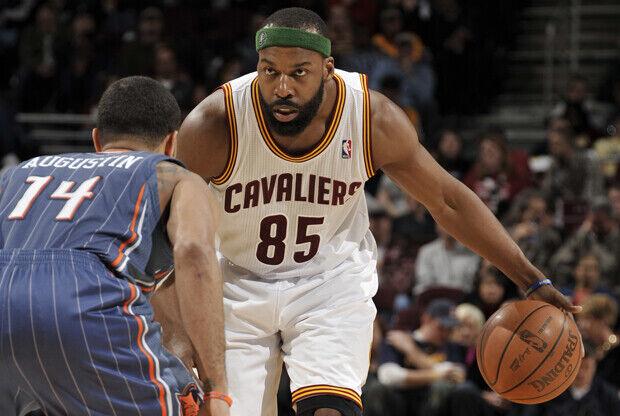 Baron Davis (Cleveland Cavaliers) y D.J. Augustin (Charlotte Bobcats)./ Getty Images