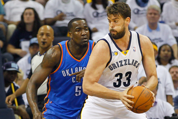 Marc Gasol y Kendrick Perkins./ Getty Images