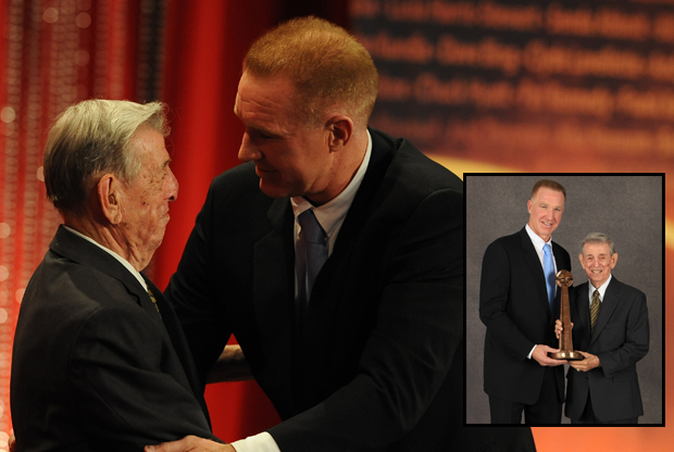 Chris Mullin y Lou Carnesecca./ Getty Images