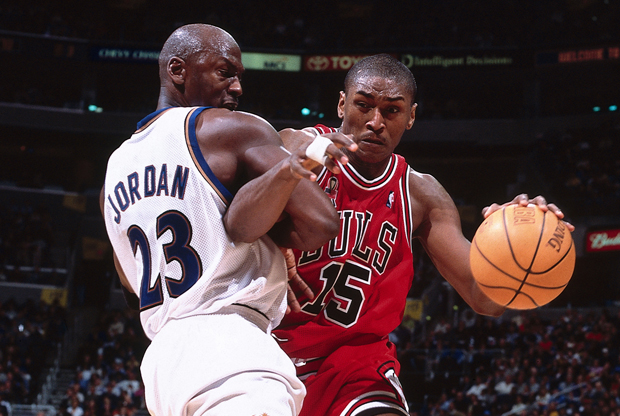 Ron Artest y Michael Jordan./ Getty Images