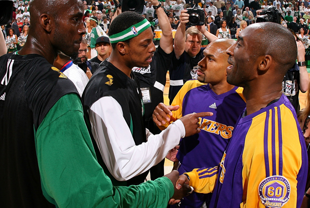 Kevin Garnett, Paul Pierce, Kobe Bryant y Derek Fisher./ Getty Images