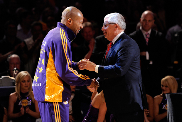 Derek Fisher y David Stern./ Getty Images