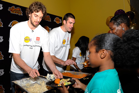 Pau Gasol, en los actos del Thanksgiving del año 2008./ Getty