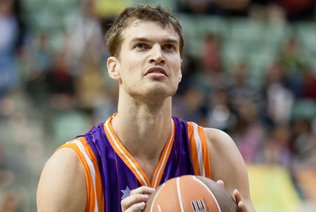 Tiago Splitter, en su debut con la camiseta del Valencia Basket./ACB PHOTO Javier Bernal