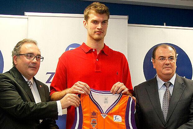 Tiago Splitter, en su presentación oficial como jugador del Valencia Basket./ Valencia Basket