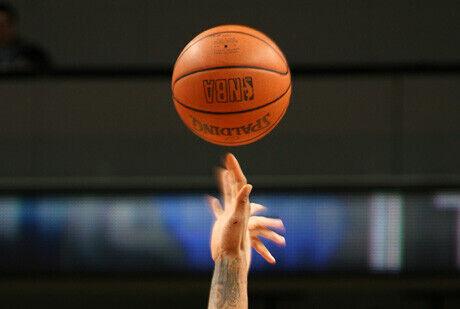 Esperando el salto inicial de la NBA./ Getty
