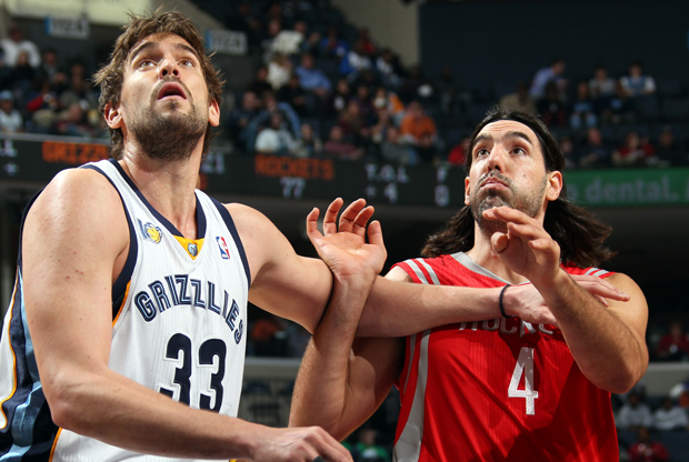 Marc Gasol y Luis Scola./ Getty Images