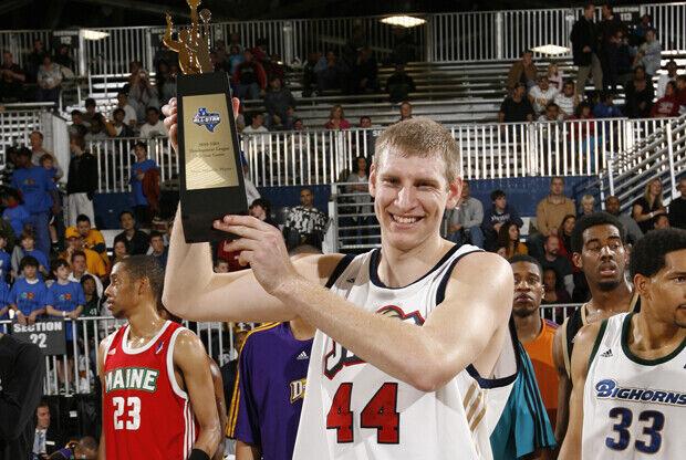Brian Butch gana el MVP del 2010 NBA D-League All Star Game./ Getty Images