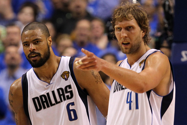 Dirk Nowitzki y Tyson Chandler./ Getty
