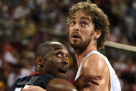 Pau y Kobe en los Juegos Olímpicos de Pekín 2008./ Getty