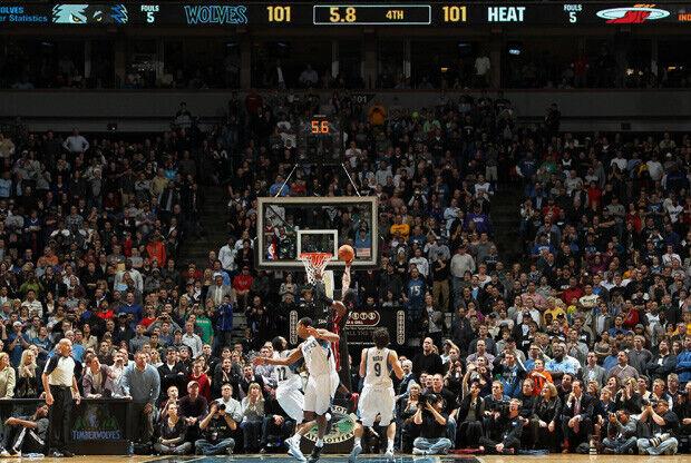 Wade anota la canasta que le dio la victoria a Miami en Minneapolis./ Getty
