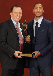 Derrick Rose y Tom Thibodeau - MVP./ Getty Images