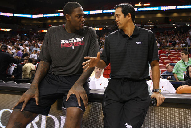 Erik Spoelstra y Eddy Curry. Getty Image