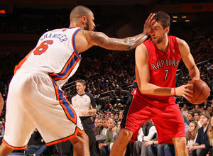 Tyson Chandler y Andrea Bargnani./ Getty Images