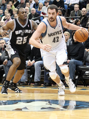 Kevin Love y James Anderson./ Getty Images