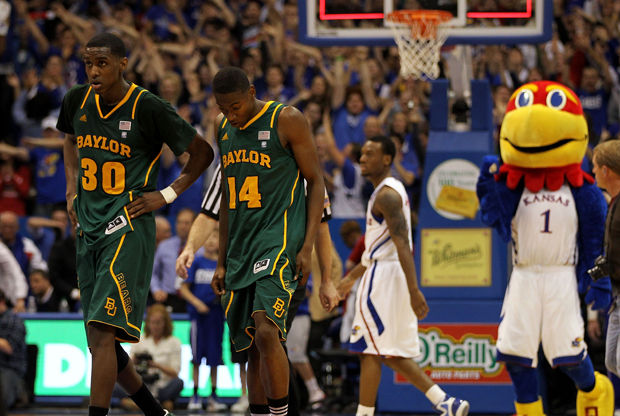Quincy Miller #30 y Deuce Bello #14 de los Baylor Bears./ Getty Images