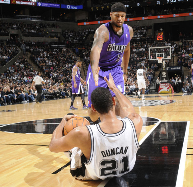 DeMarcus Cousins y Tim Duncan./ Getty Images