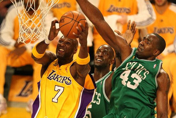 Lamar Odom y Kendrick Perkins./ Getty Images