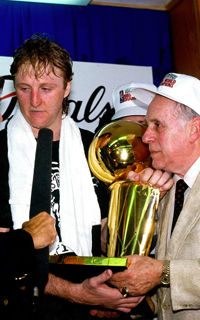 Larry Bird y Red Auerbach./ Getty Images