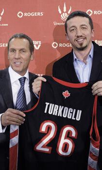 Hedo Turkoglu y Bryan Colangelo./ Getty Images