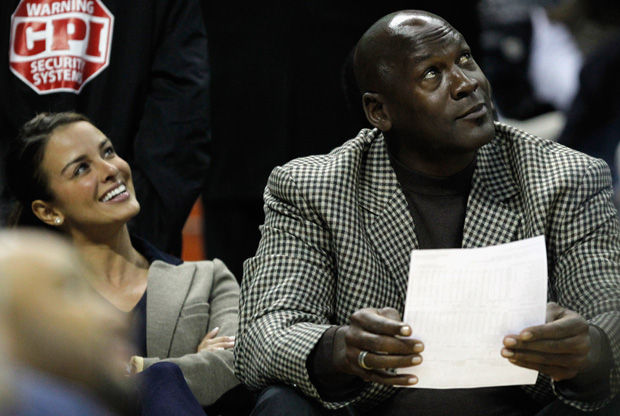 Michael Jordan con su prometida, la cubana Yvette Prieto./ Getty
