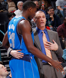Rick Carlisle, entrenado de los Mavericks./ Getty