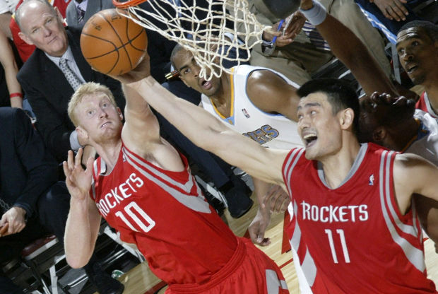 Yao Ming y Chase Budinger./ Getty Imags