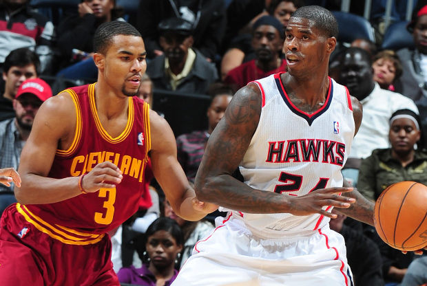 Marvin Williams y Ramon Sessions./ Getty Images