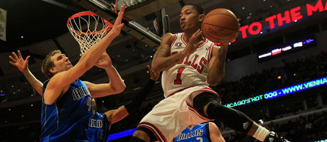 Derrick Rose y Dirk Nowitzki./ Getty Images
