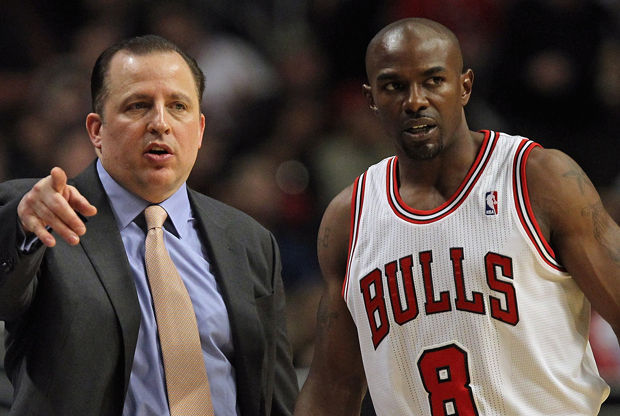 Tom Thibodeau y Mike James./ Getty Images
