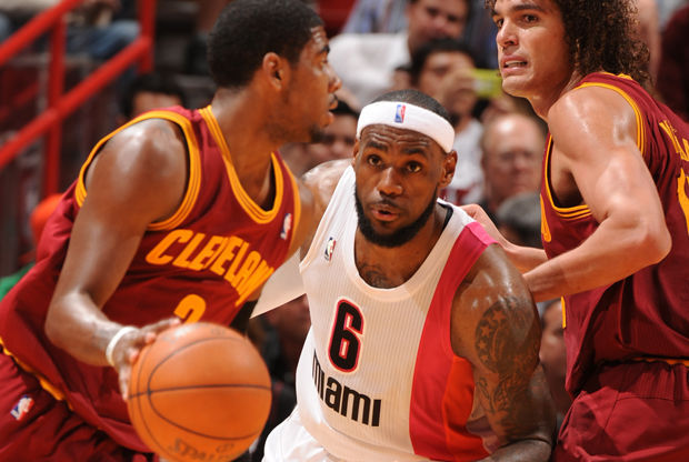 Kyrie Irving y LeBron James./ Getty Images