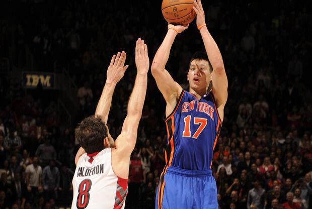 Jeremy Lin y José Calderón./ Getty Images
