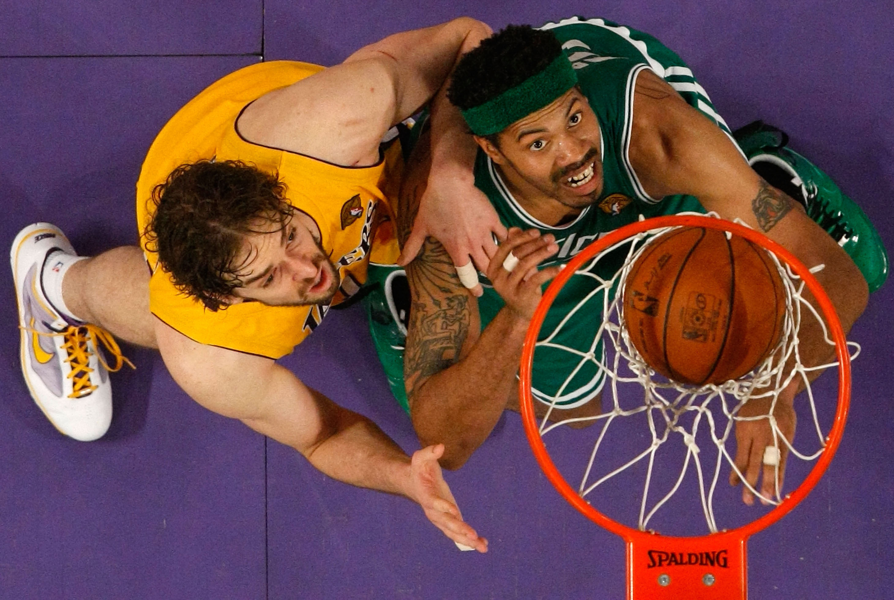 Pau Gasol y Rasheed Wallace./ Getty Images