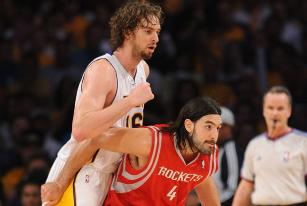 Luis Scola y Pau Gasol./ Getty Images