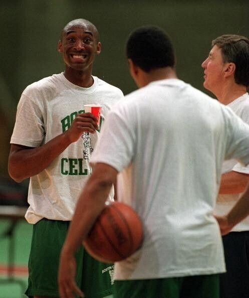 Kobe Bryant en las instalaciones de los Boston Celtics antes de la noche del Draft./ Getty Images