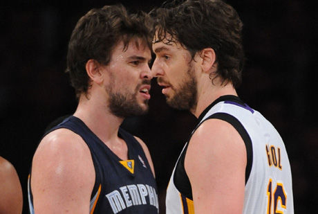 Los hermanos Gasol, cara a cara./ Getty